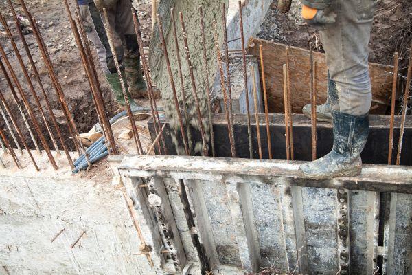 zsaluzás beton